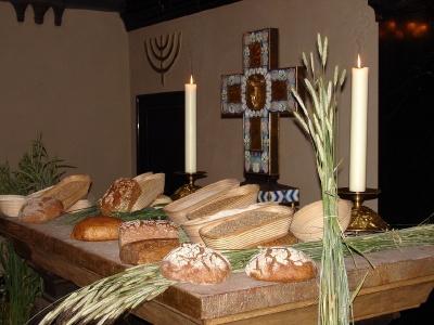 """""""BrotZeit"""" auf dem Altar der Universitätskirche"""