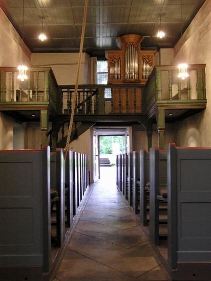 Innenraum mit Orgel